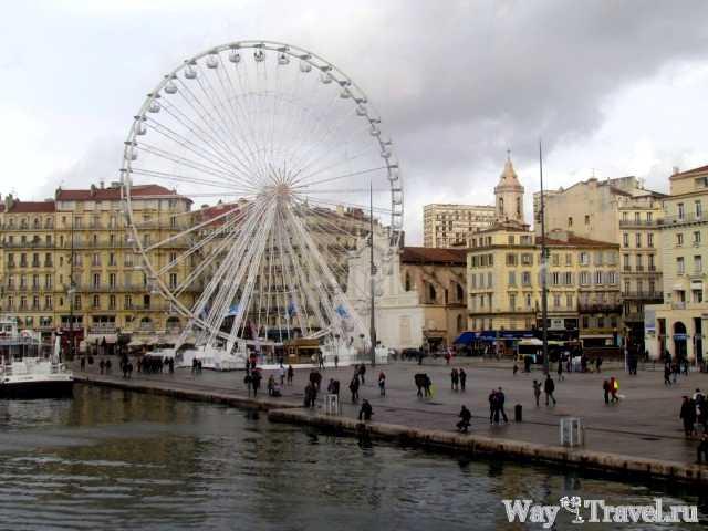 Центральная площадь Старого порта (Central square of Vieux-Port)