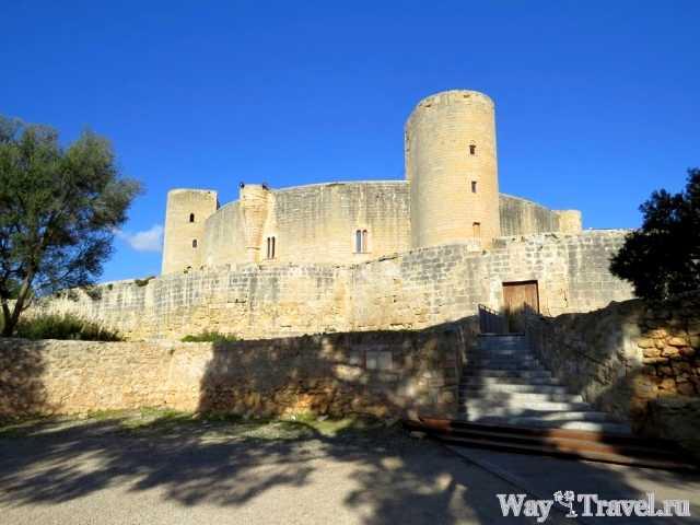 Замок Бельвер (Castillo de Bellver)