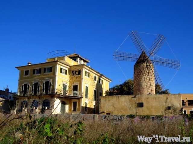 Ветряные мельницы вдоль набережной (Windmills along Avinguda de Gabriel Roca)