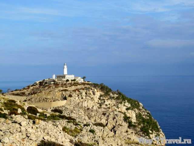 Маяк на краю Мыса Форментор (The lighthouse at the edge of Cap de Formentor)