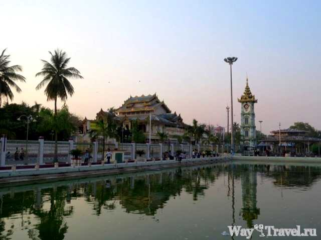 Небольшой пруд рядом с пагодой Махамуни (Small pool near Mahamuni Buddha Pagoda)