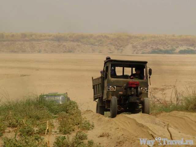 Добыча песка в Багане ( Extraction of sand in Bagan)