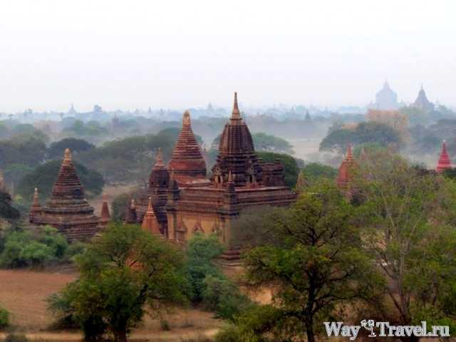 Дымка опускается на пагоды Багана (Smog down on the pagodas)