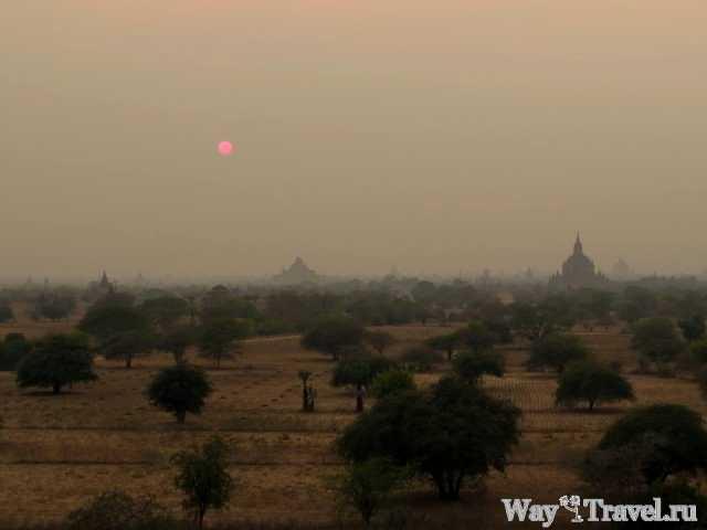 Закат солнца над Баганом (Sunset over the Bagan)
