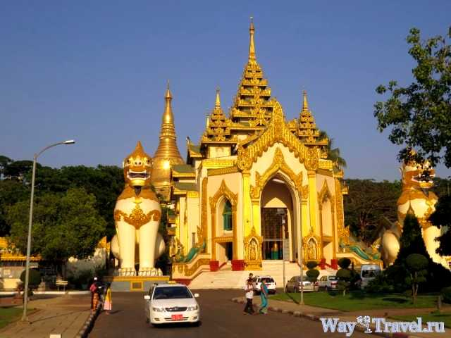 Вход в Шведагон Hall of Daw Pwint (Entrance to the Shwedagon)