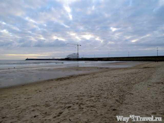 Пляж в Порту (Beach of Porto near Parque da cidade)