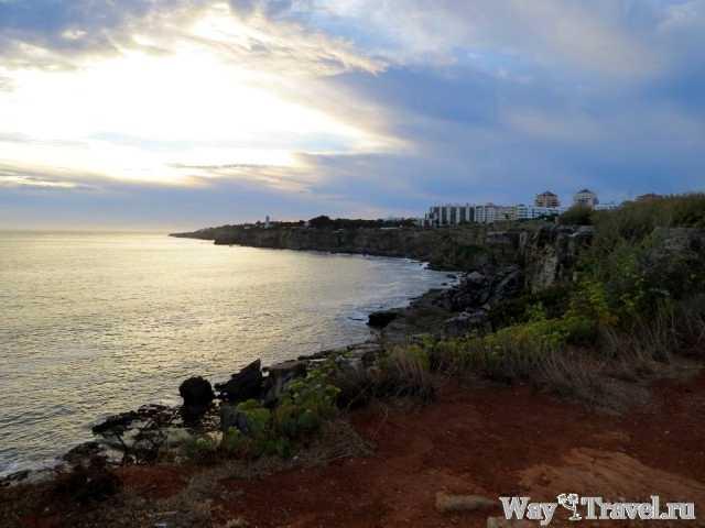 Берег океана рядом с Адским жерлом (Coast of the ocean near Boca do Inferno)
