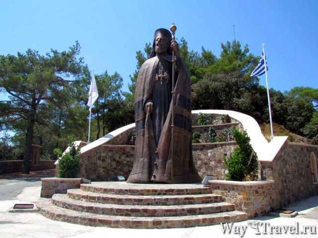 Памятник архиепископу Макариосу ( Archbishop Makarios)