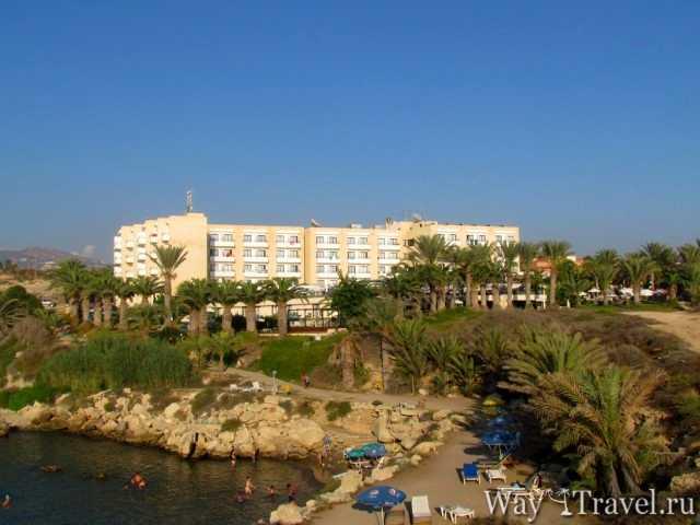 Вид на гостиницу со стороны Средиземного моря (View of the hotel from the Mediterranean Sea)