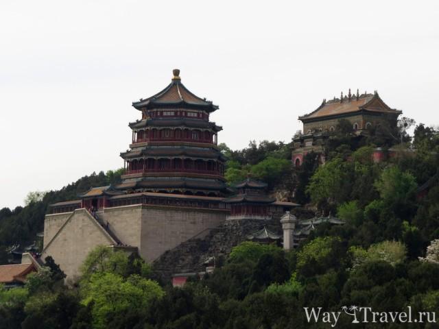 Башня Воскуриваний в Честь Будды (Tower of Buddhist Incense) и Храм Моря Мудрости (Sea of Wisdom Temple)
