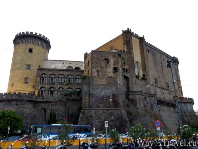 Кастель Нуово (Castel Nuovo)