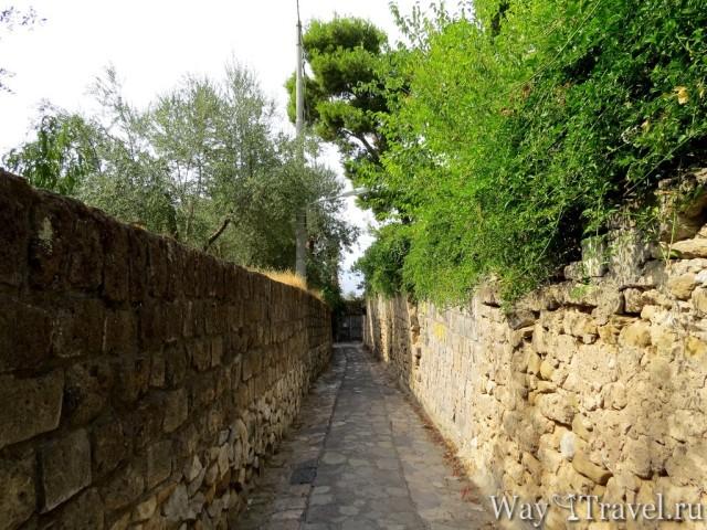 Дорога к Баньи делла Регина Джованна (Road to Bagni della regina Giovanna)