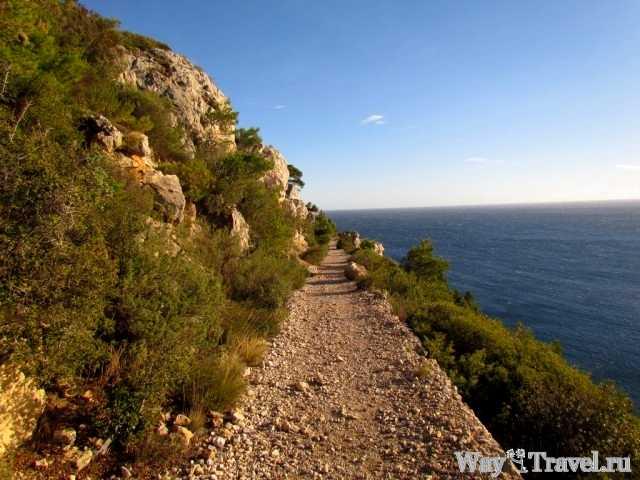 Дорога по Каланкам Марселя (The road along Calanques de Marseille)