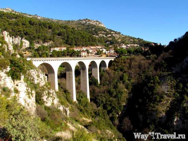 Мост рядом с деревней Эз (Bridge near Eze village)