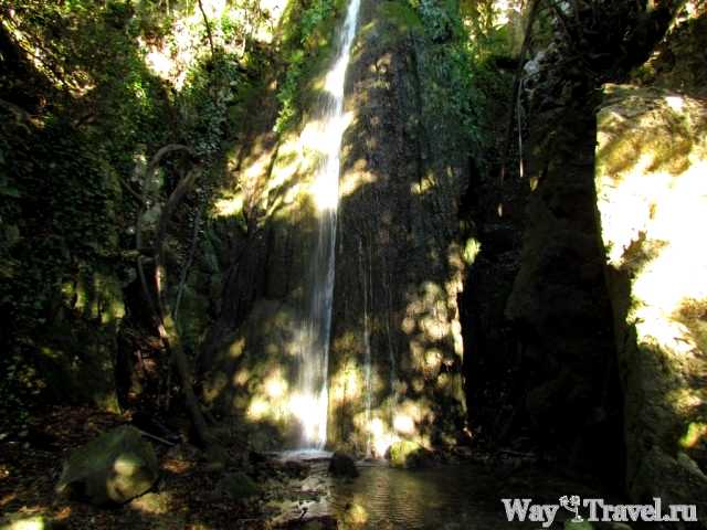 Водопад рядом с Тропой Ницше (Waterfall near Chemin de Nietzsche)