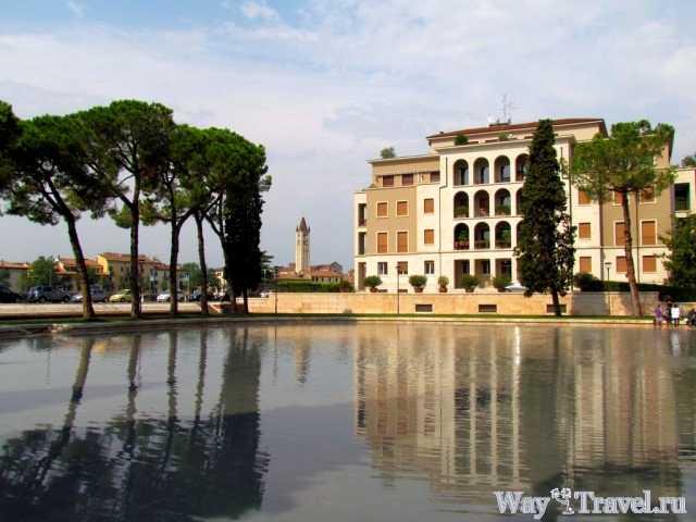 Площадь Сако Ванзетти (Piazza Sacco e Vanzetti)