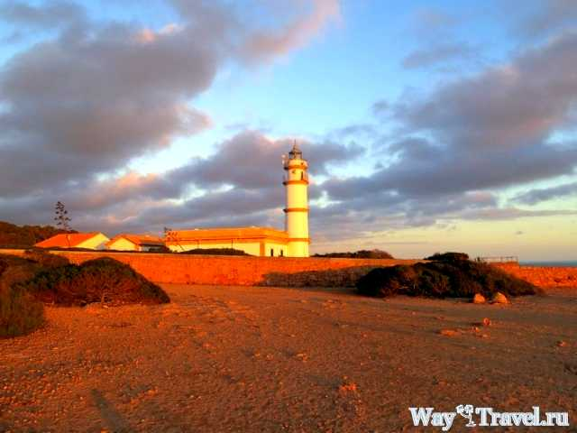 Маяк на мысе Cap de Salines (Lighthouse of Cap de Salines)