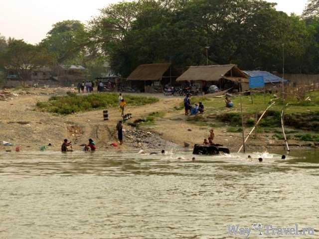 Деревня рядом с Мингуном (Village near Mingun)