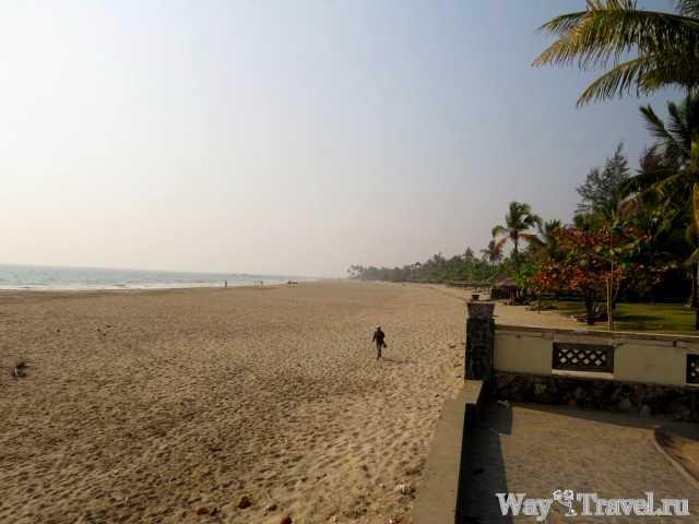Пляж в Нгве Саунг (Ngwe Saung beach)