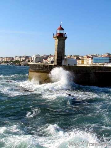 Маяк рядом с набережной Порту (Lighthouse in Porto)