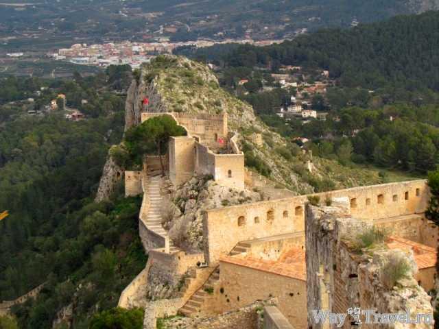 Хатива - вид на город и крепость (Xativa - city and fortress view)