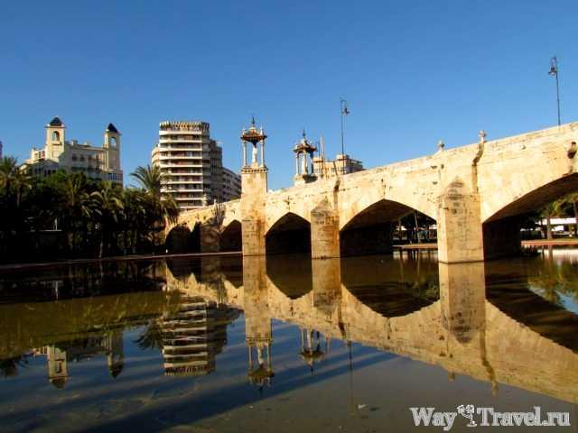 Мост над садами реки Турии (Bridge over the Jardi del Turia)