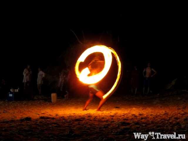 Огненное шоу в Ао Нанге (Ao Nang Fire Show)