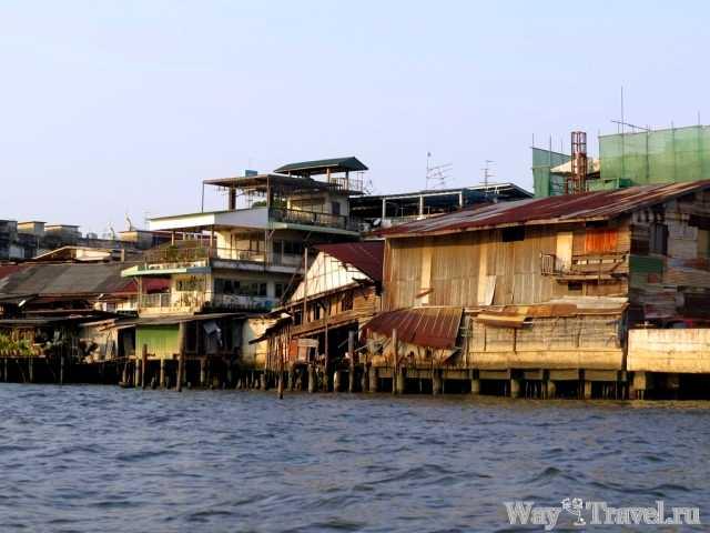 Трущобы вдоль реки Чао Прая (Slum along the river Chao Phraya)