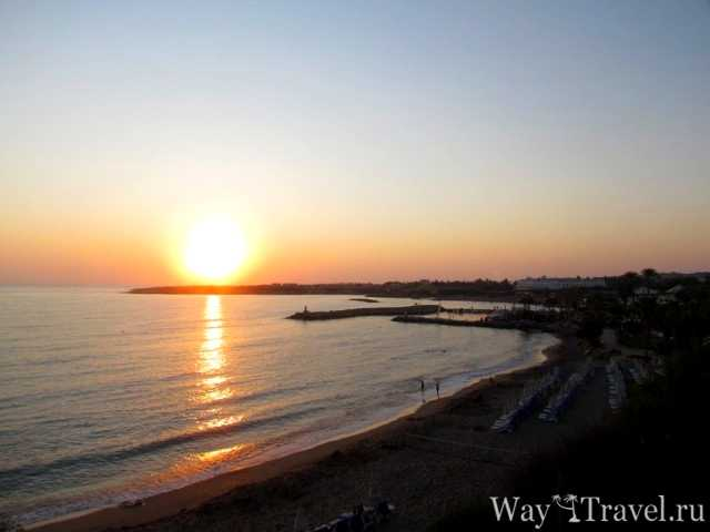 Закат солнца над Coral Beach в Пафосе (Sunset over Coral Beach in Pafos)
