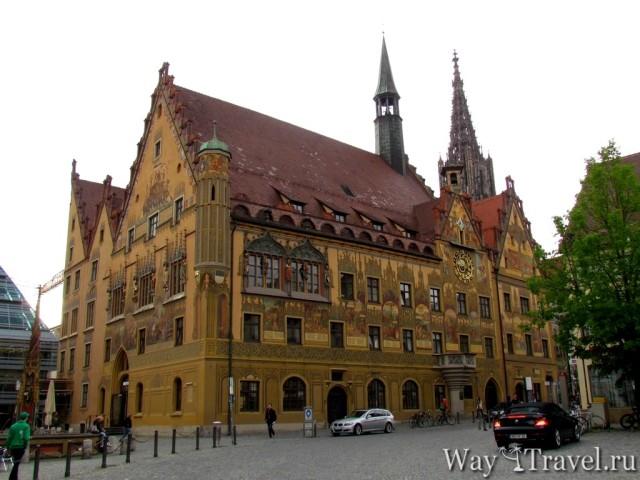 Рыночная площадь рядом с городской Ратушей (Markt Platz)