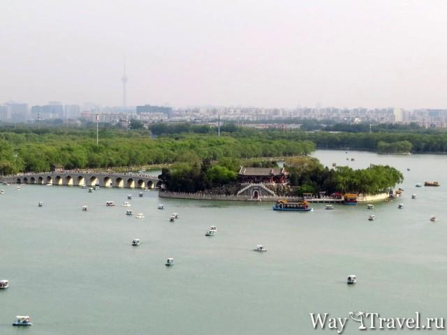 Вид на Пекин и Семнадцати-Арочный мост (View of Seventeen-Arch Bridge and Beijing)